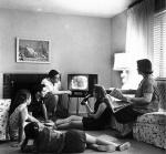 la televisión, en el centro del hogar